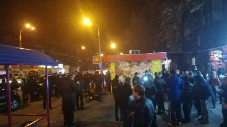 Националисты разгромили вКиеве павильоны сигровыми автоматами