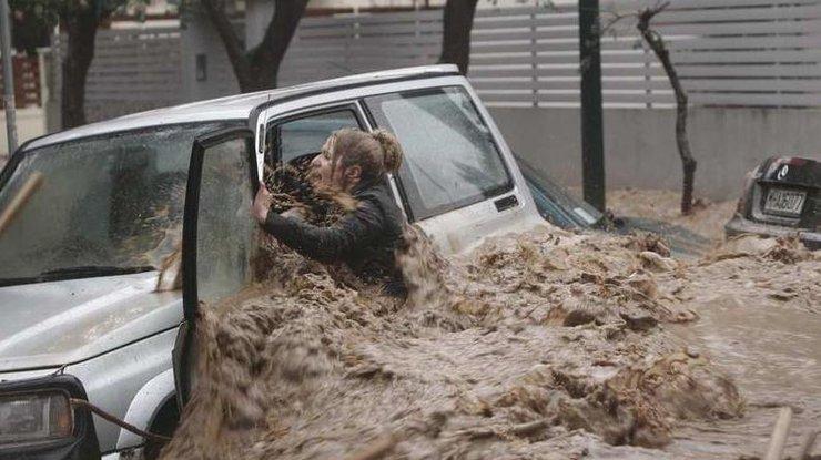Число жертв выросло до 20— Наводнение вГреции