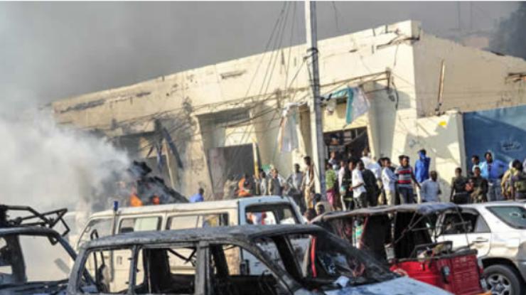 Неменее 30 человек погибли при взрыве автомобиля насеверо-востоке Ирака
