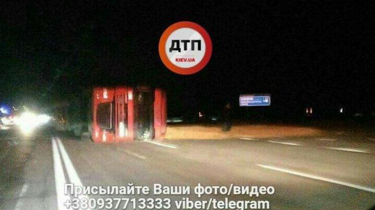 Натрассе Киев-Чернигов фура сбила пожилую пару иперевернулась