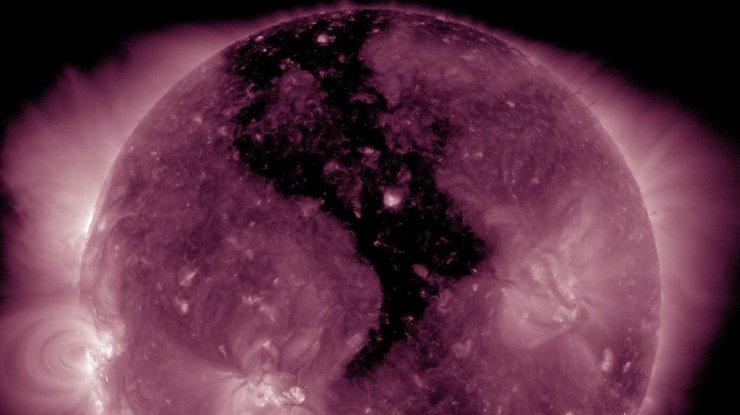 Яркое изображение корональной дыры наСолнце