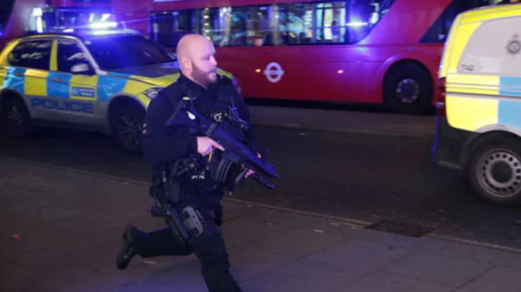 Эвакуация вцентре Лондона, Стрельба вметро, паника