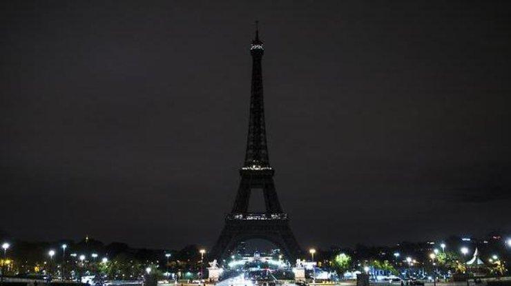 Освещение Эйфелевой башни потухнет взнак траура пожертвам теракта вЕгипте