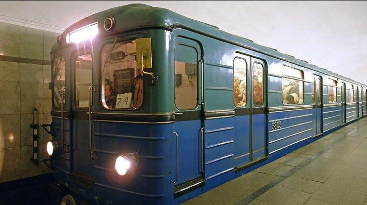 Киевский метрополитен выставил на реализацию два вагона