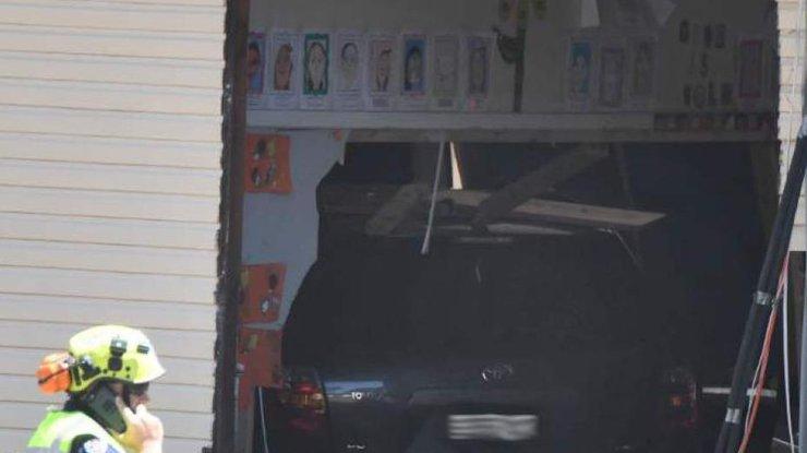 ВАвстралии автомобиль въехал в строение  начальной школы, есть жертвы