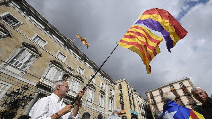 СМИ проинформировали о признании недействительнойКС Испании резолюции онезависимости Каталонии