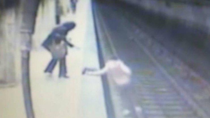 Жуткое убийство женщины вметро попало навидео