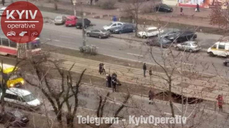 ВКиеве под трамвайными способами произошел крупный обвал: движение заблокировано
