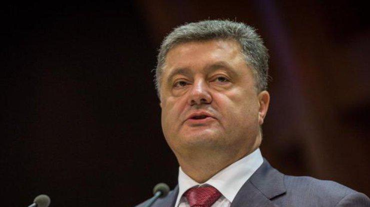Порошенко присвоил имя Богдана Хмельницкого Отдельному президентскому полку