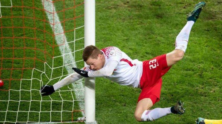 ВГермании футболист забил гол, сломав руку втрёх местах