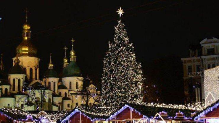 Главная елка страны прибыла встолицу Украины