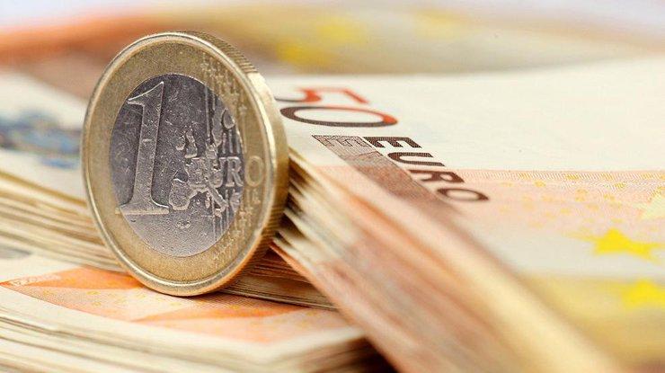 Вобменниках начал падать курс доллара