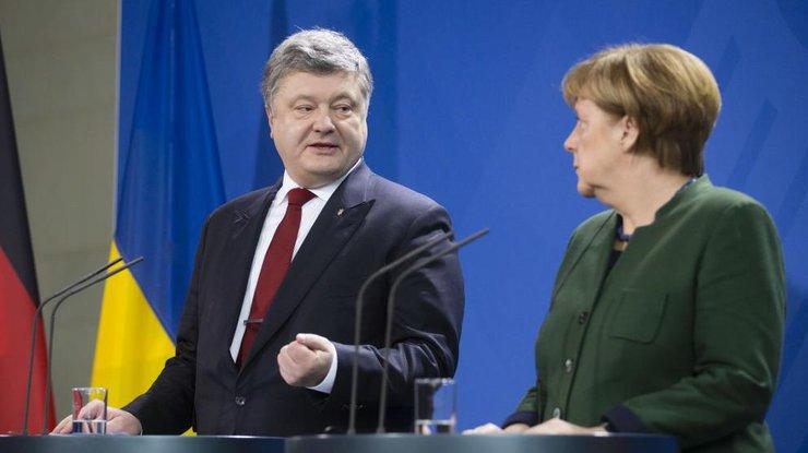 Порошенко анонсировал разговоры сМеркель иТиллерсон
