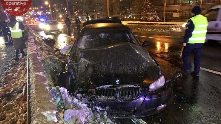Жуткое ДТП вКиеве: шофёр убежал, оставив погибшего пассажира вавто