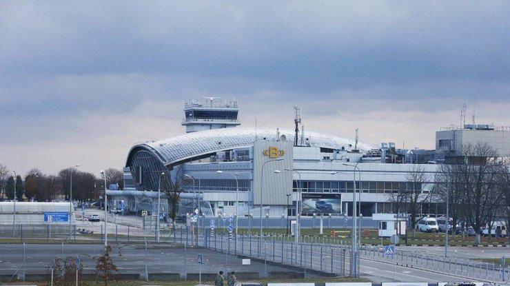 Киевский аэропорт закрыт: самолет выкатился запределы полосы
