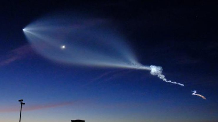 SpaceX благополучно запустила ракету-носитель Falcon 9 сдесятью спутниками
