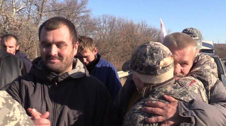 НаДонбассе проходит обмен пленными: боевики «ЛНР» передали Украине 16 человек