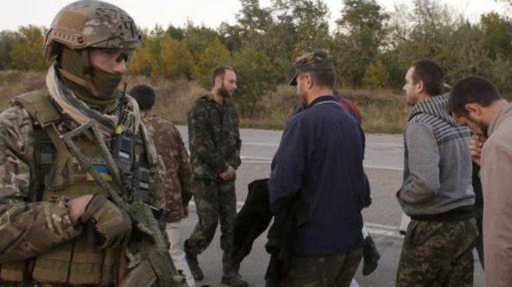 Вертолеты сосвобожденными изОРДЛО украинцами приземлились ваэропорту Харькова