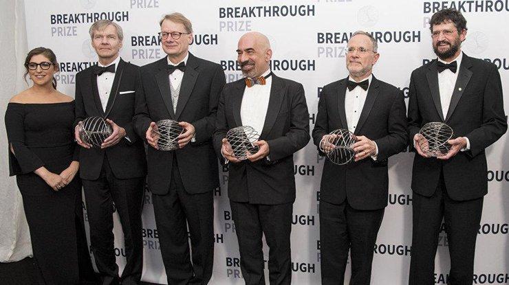 Мильнер иЦукерберг вручили научную премию Breakthrough Prize