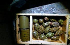 Вблизи Бахмута СБУ выявила крупный тайник с оружием