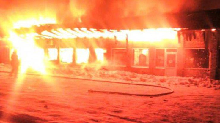 Cотрудники экстренных служб опубликовали фото сместа пожара вкафе под Запорожьем