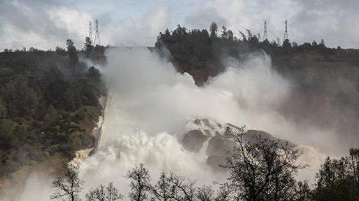 ВКалифорнии эвакуированным из-за угрозы наводнения жителям разрешили вернуться