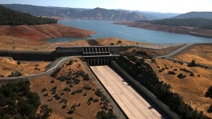 ВКалифорнии нацгвардия приведена вповышенную готовность из-за опасности прорыва плотины