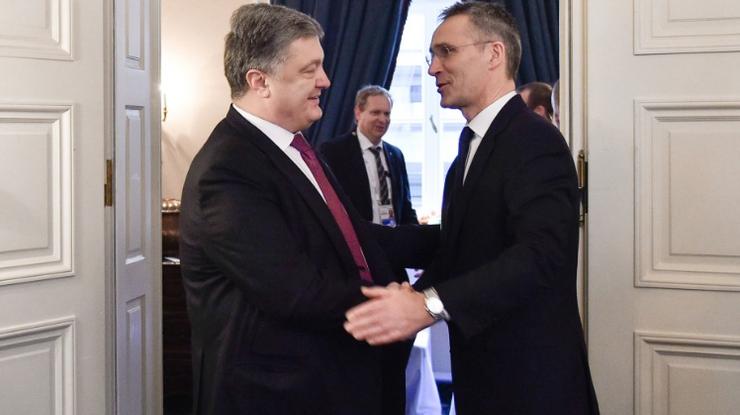 Порошенко сказал генерального секретаря НАТО оситуации вДонбассе