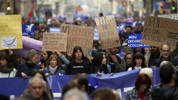 ВБарселоне прошла масштабная акция вподдержку приема беженцев
