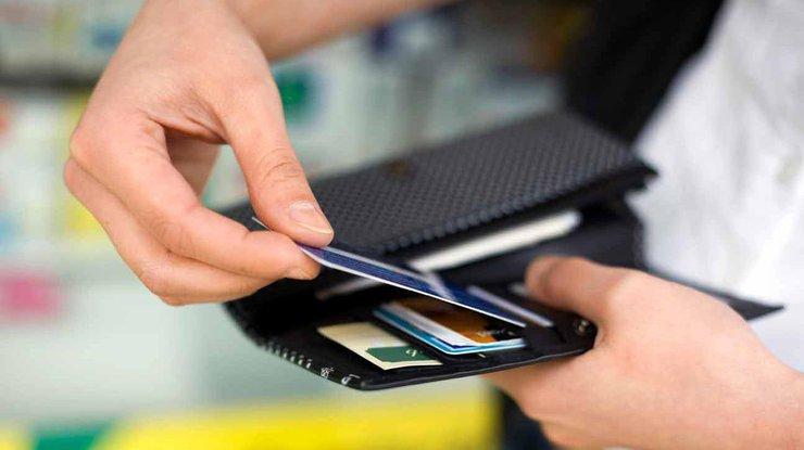 Мошенник оплатил покупки банковской картой президента Эстонии