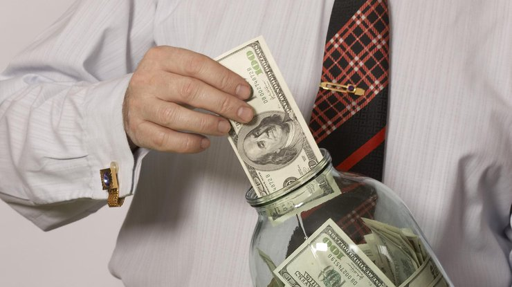 НБУ установил курс доллара ниже 27 грн