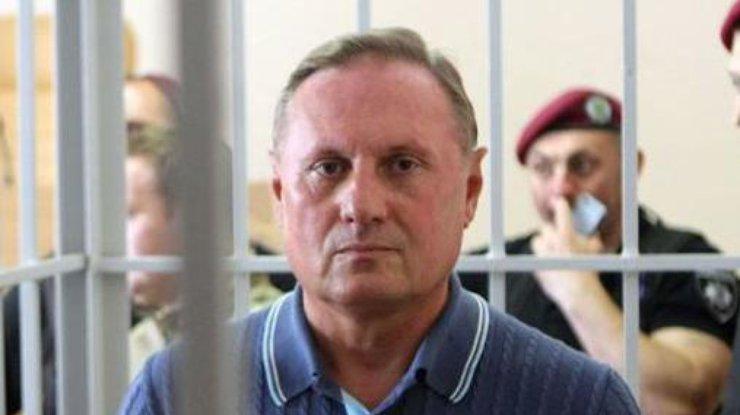 Суд надва месяца продлил арест Ефремову