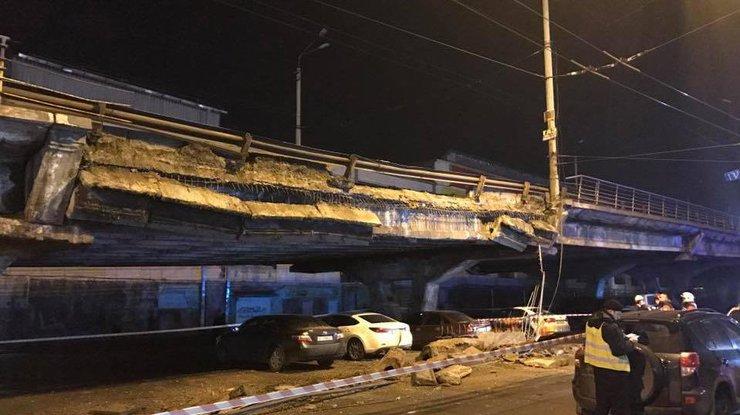 Мэр столицы Украины сократил своего заместителя и руководителя района после обрушения части моста