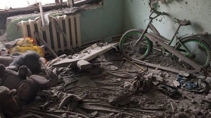 Впроцессе обстрела Авдеевки умер спасатель, очередной тяжело ранен