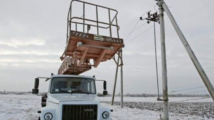 ВАвдеевке снова сорвался ремонт ЛЭП: боевики обстреляли электриков