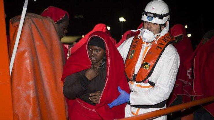 Неменее тысячи мигрантов спасли вСредиземном море