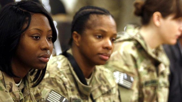 ВВМС США начали поиски создателей снимков обнаженных женщин-морпехов
