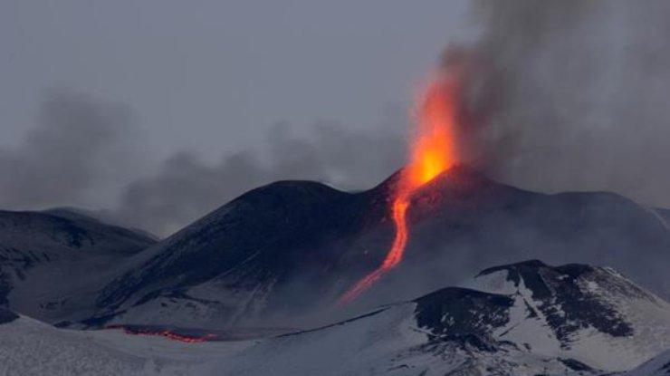 Извержение вулкана наСицилии: десять человек пострадали