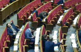 Народные депутаты во время принятия бюджета-2016. Фото: скриншот
