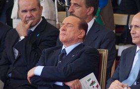 Сильвио Берлускони удалось вздремнуть с гордо поднятой головой