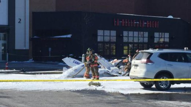 ВКанаде над торговым центром столкнулись два самолета, есть погибшие