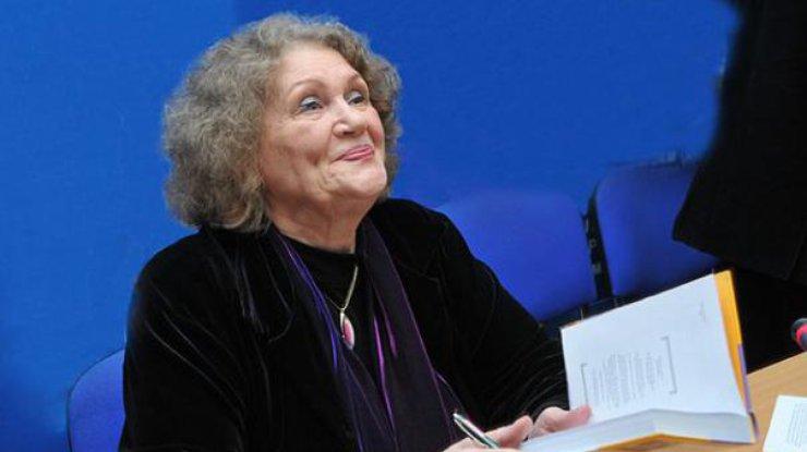 Порошенко иГройсман поздравили Лину Костенко сднем рождения