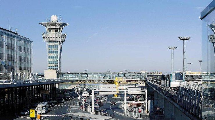 Нападавший впарижском аэропорту Орли утверждал  оготовности «умереть заАллаха»