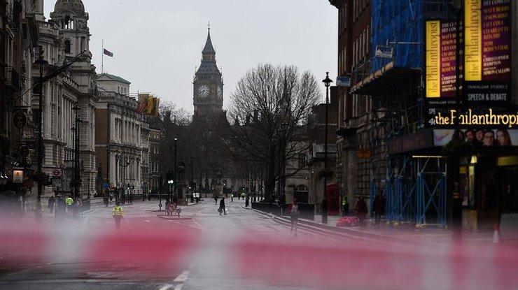 Встолице Англии после теракта изТемзы спасли женщину