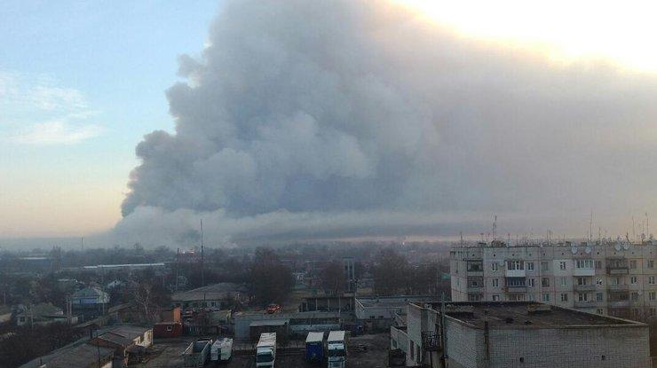 СМИ опубликовали видео взрывов навоенном складе вгосударстве Украина