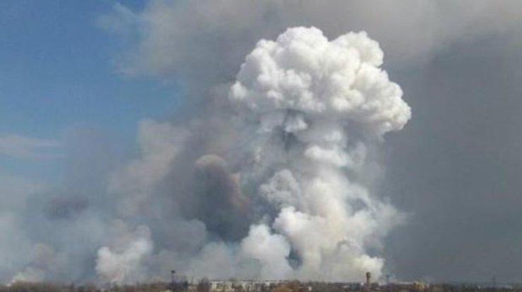 Пожарные практически потушили склад вБалаклее
