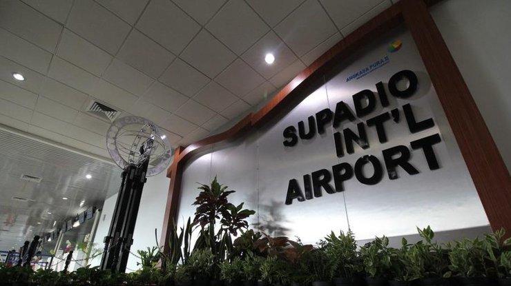 Виндонезийском аэропорту напассажиров упал потолок