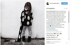 Берди. Follow @ dancewithdirtyfeet. Маленькая модница Берди из Ирландии прославилась своим оригинальным и лаконичным стилем, в котором преобладают черный и белый оттенки