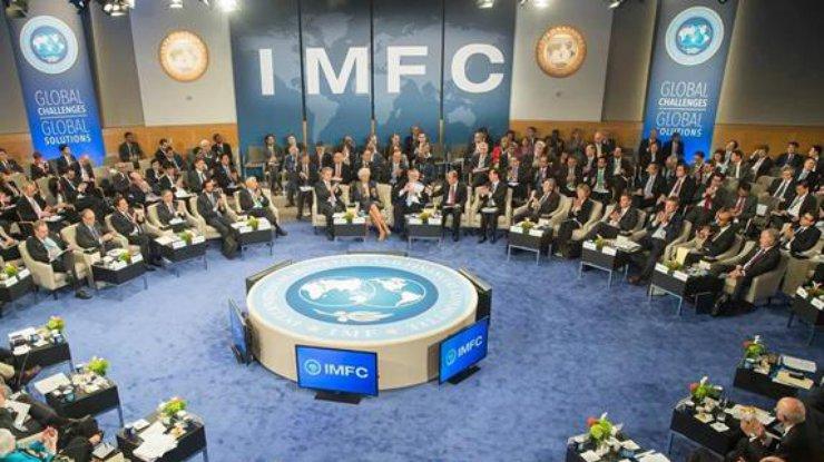 МВФ требует проведение пенсионной реформы вгосударстве Украина