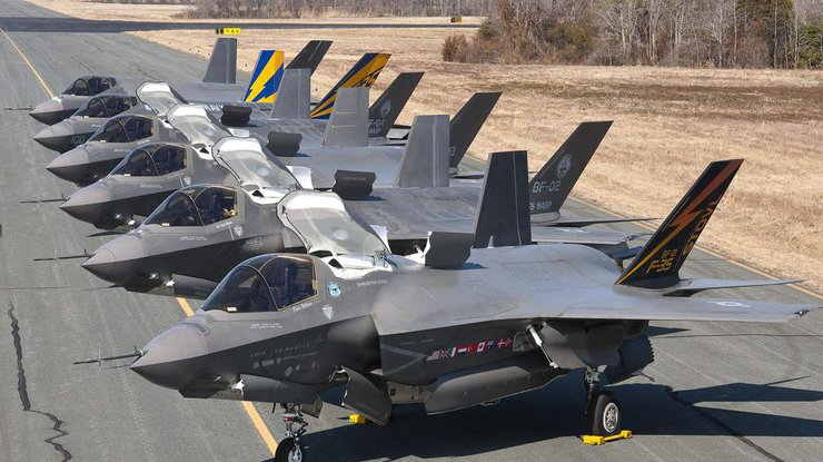 США впервые разместили группу истребителей пятого поколения вВеликобритании